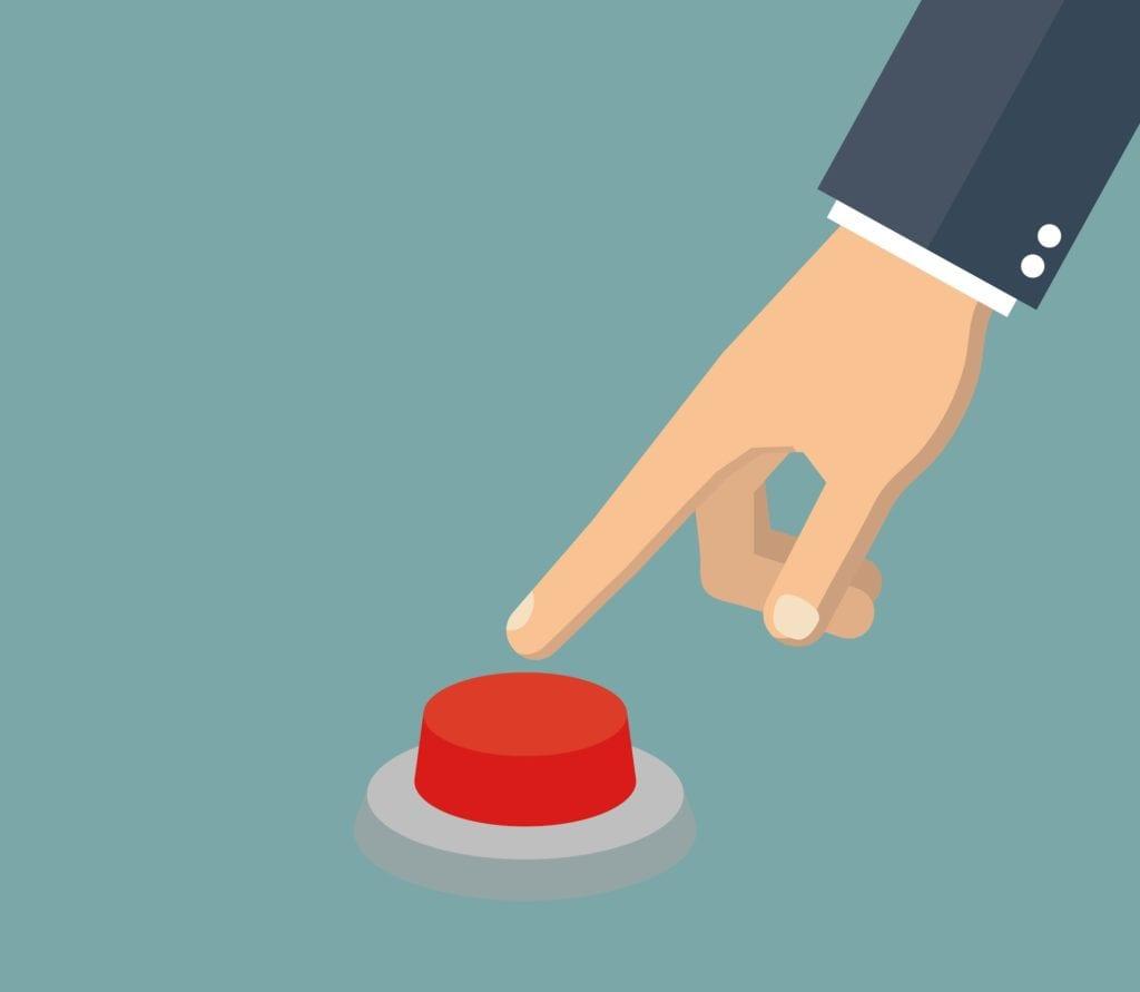 doigt qui s'apprête à appuyer sur un bouton rouge